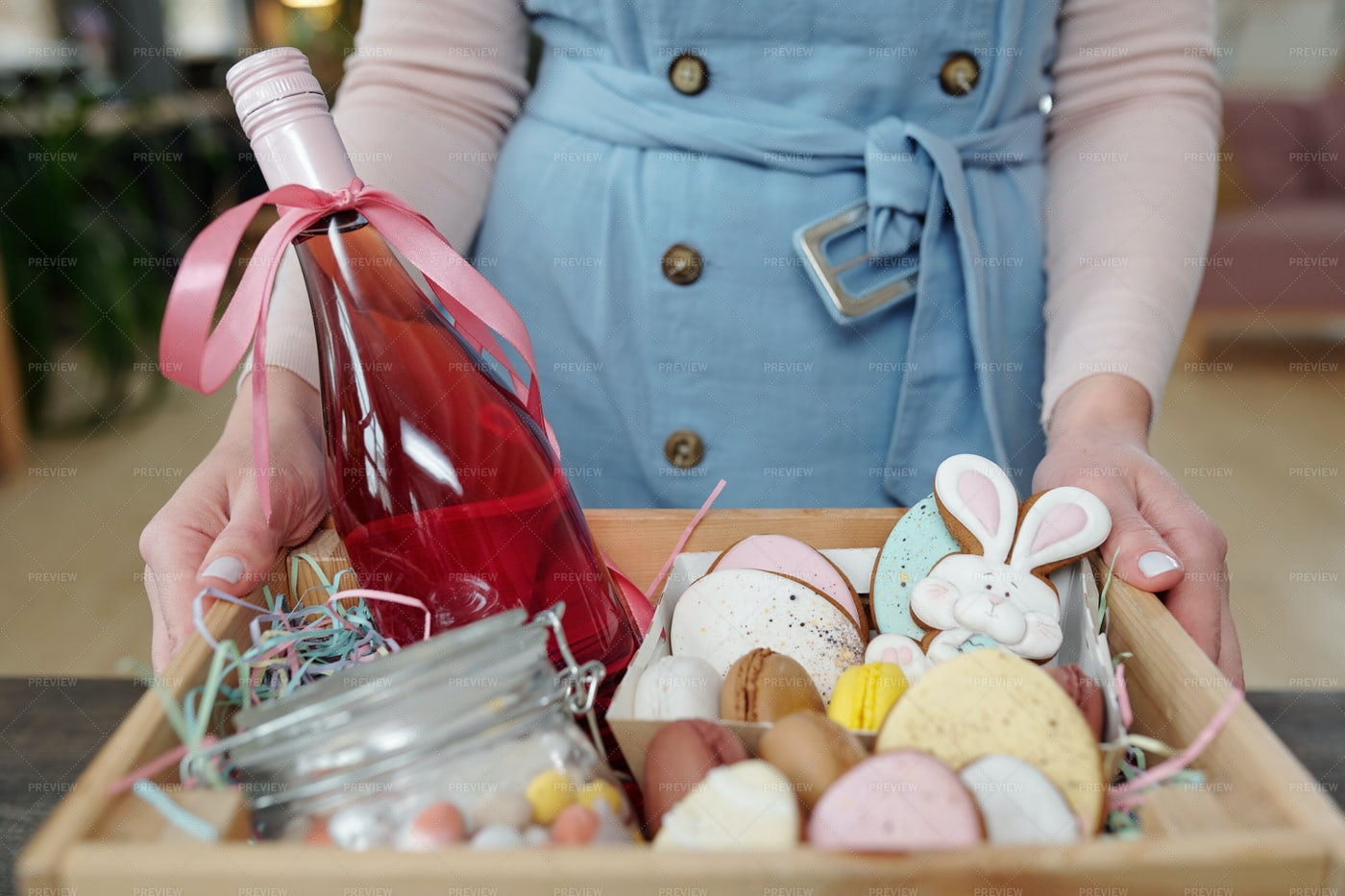 Gift Box For Easter: Stock Photos