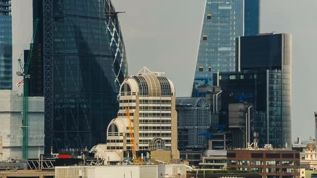 Tilting Shot Of London City: Stock Video