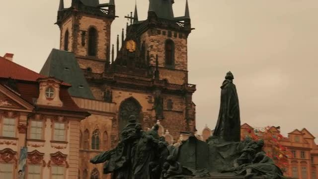 Jan Hus Memorial in Prague: Stock Video