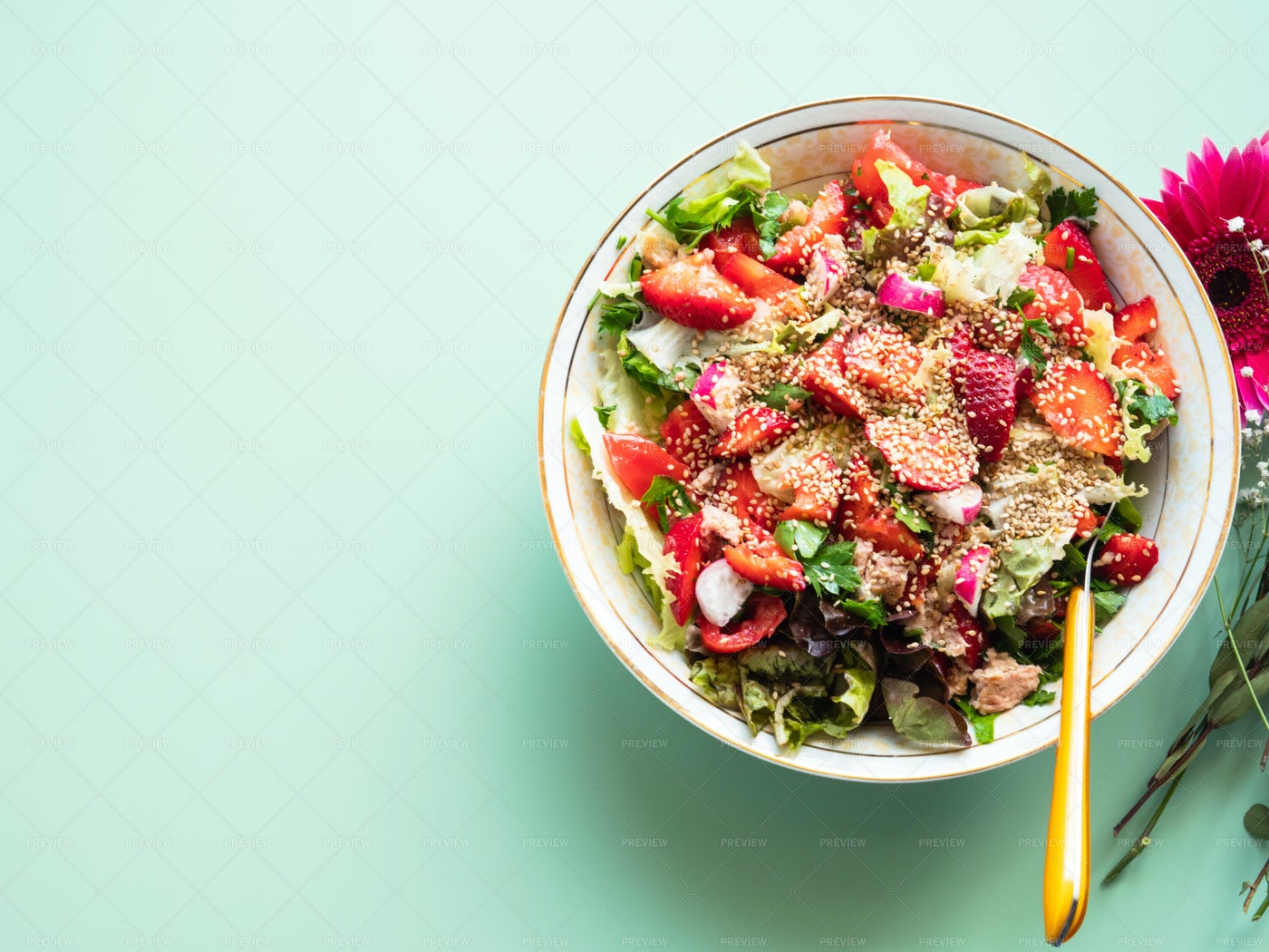 Fresh Summer Fiber Salad: Stock Photos