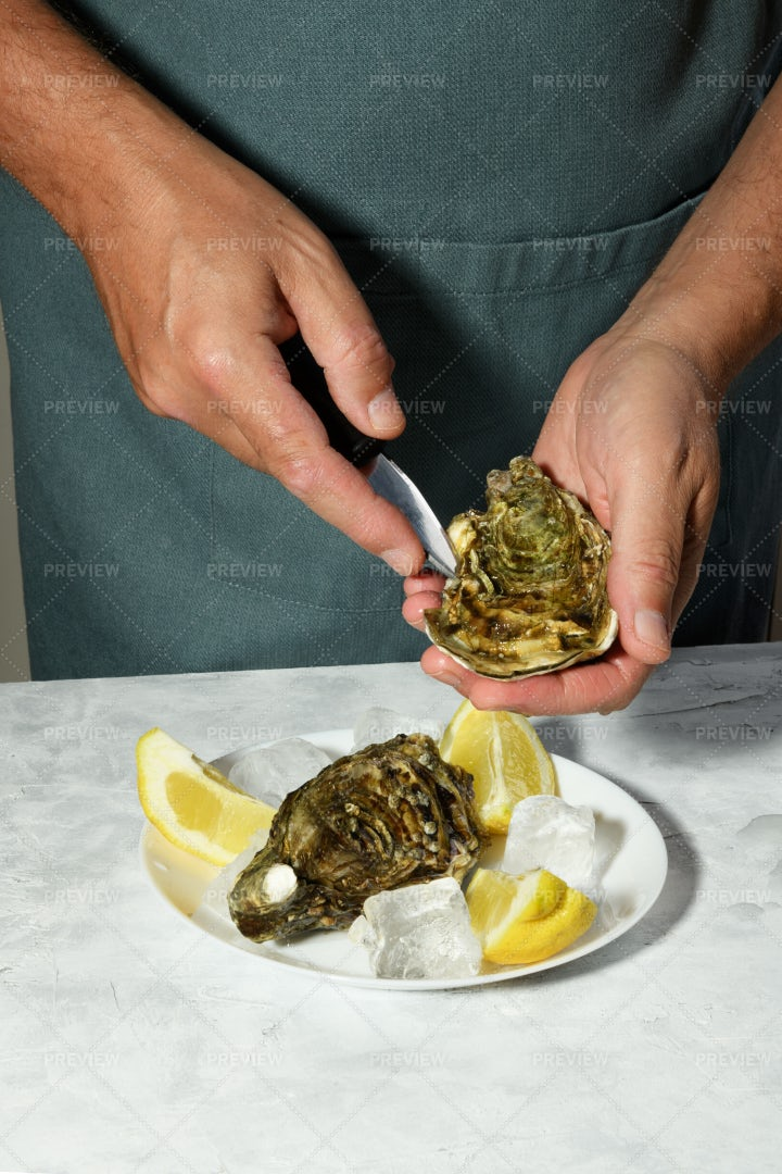 Opening Oyster: Stock Photos