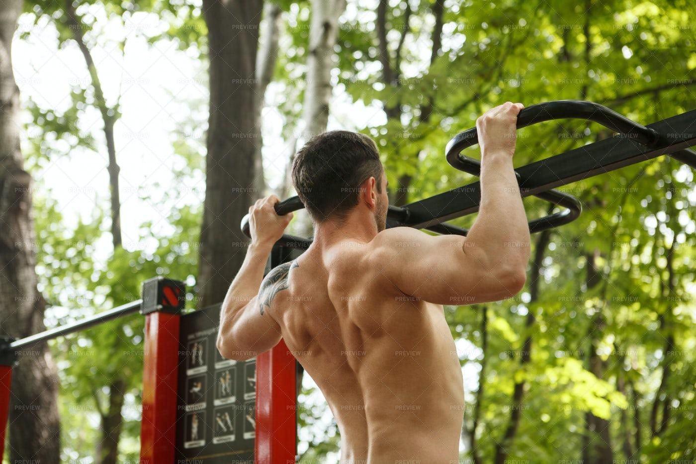 Strong Man Doing Pull Ups: Stock Photos