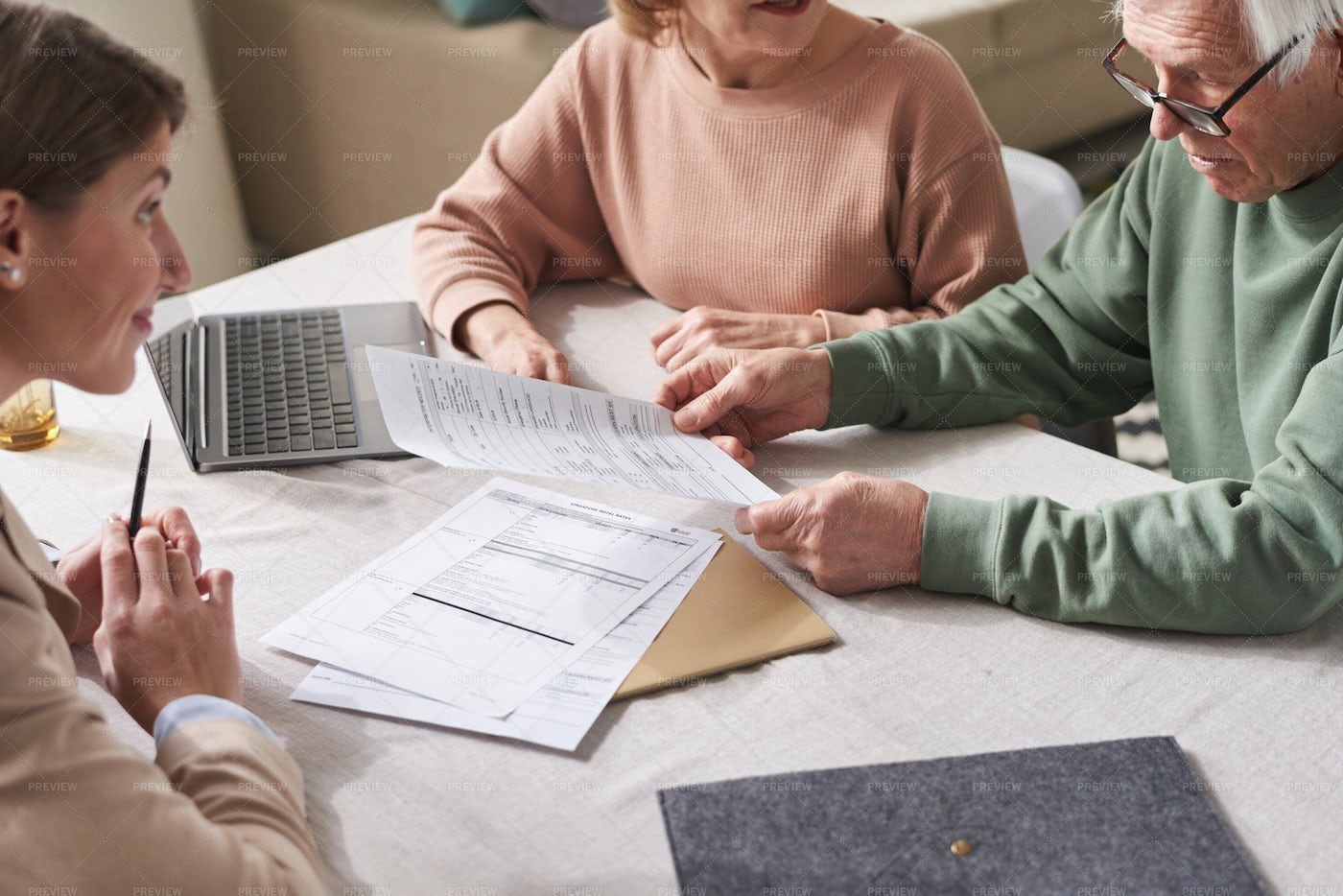 People Discussing Contract: Stock Photos