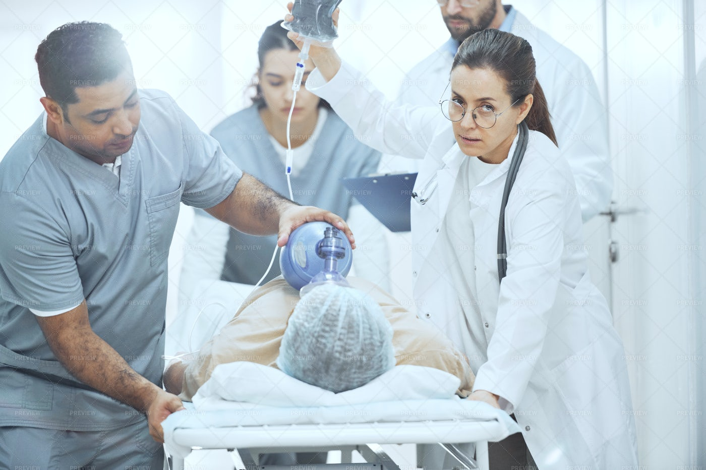 Patient With Oxygen Mask: Stock Photos